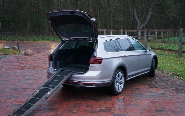 VW Passat Alltrack: Hunderampe